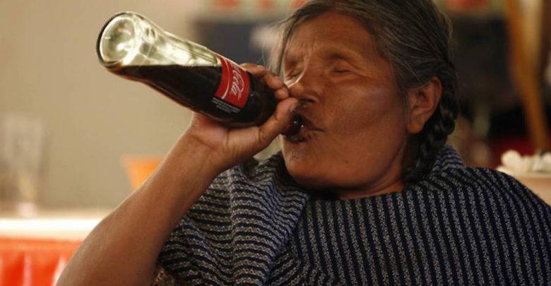 Escasez de agua potable obliga a pobladores de Chiapas a tomar dos litros diarios de Coca Cola, dice estudio