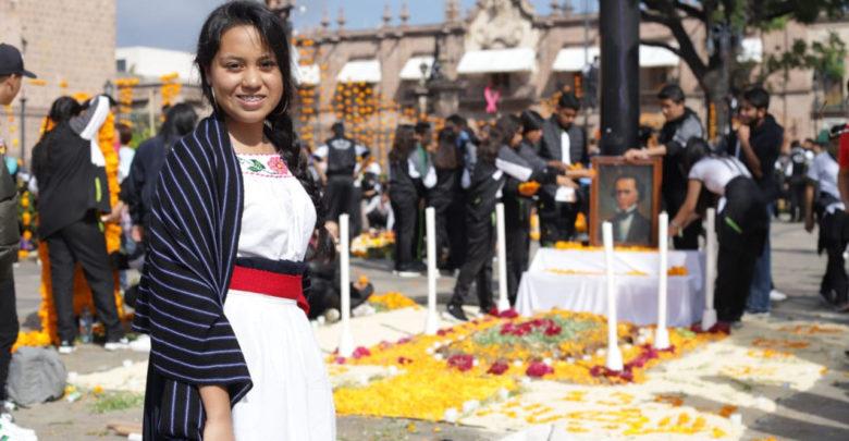 Escuelas, Instituciones y sociedad participan en el montaje de altares en Morelia