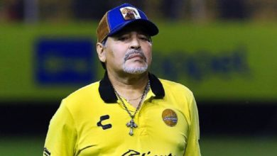 Expulsan a Maradona por reclamos a árbitro