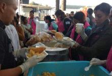 Migrantes rechazan agua y comida, ellos quieren refrescos y pizza