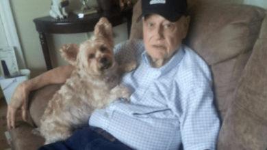 Mujer intentó deshacerse de su padre con Alzheimer en un vuelo de avión