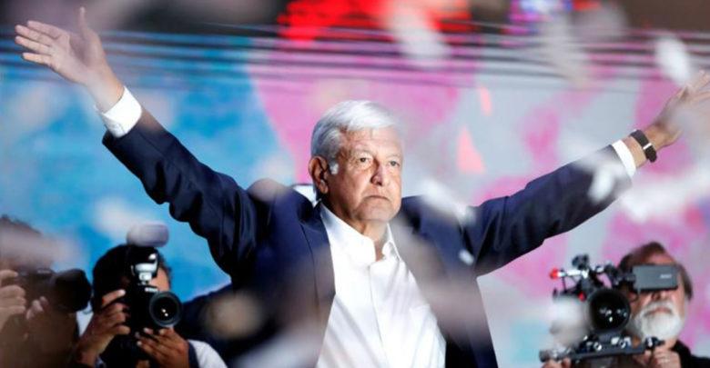 PRI, PAN y MC, críticos ante arribo de AMLO; Morena, PRD y PT lo arropan