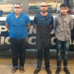Policia Michoacán arrestan a tres sujetos que portaban armas de fuego y droga
