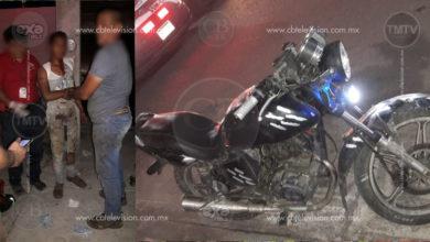 Queda herido motociclista al chocar contra camión materialista