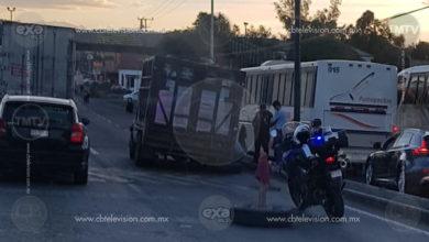 Se le desprende llanta a camioneta y causaembotellamiento en la salida Morelia-Pátzcuaro