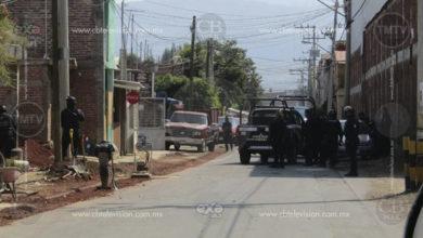 Empistolado roba camioneta, tras persecución y enfrentamiento por policías se da a la fuga en Morelia