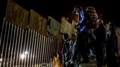 """""""Trump, haz un muro más grande"""":Desafían migrantes"""