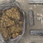 Policia Michoacán arresta en carretera a tres sujetos que portaban armas de fuego y droga