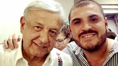 ´El Komander' comparte fotografía junto a Obrador y le piden componerle un corrido