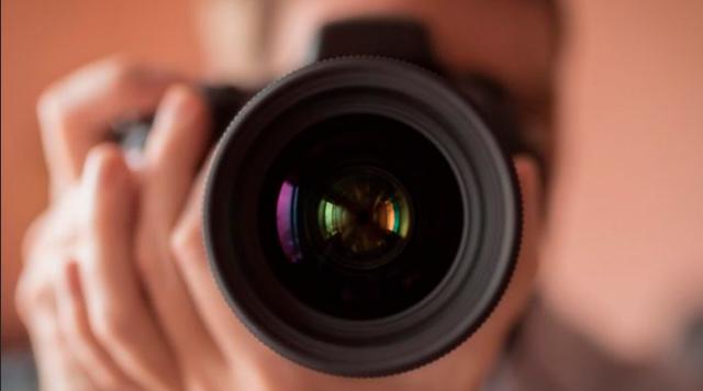 Familia busca fotógrafo que los retrate por todo el mundo durante sus vacaciones