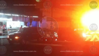 Hombre baleado al salir de una taquería, fallece camino a un hospital