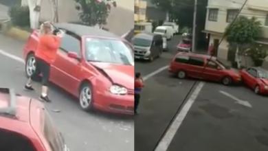 VIDEO: Mujer golpea auto con un tubo y luego lo choca en repetidas ocasiones