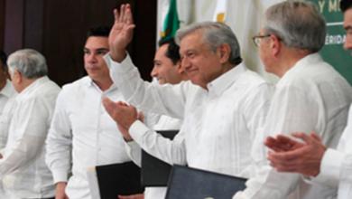 López Obrador encabeza firma del acuerdo para garantizar acceso a la salud en 8 entidades