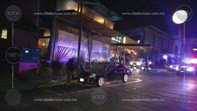 Empistolado automovilista dispara afuera de un bar en Morelia