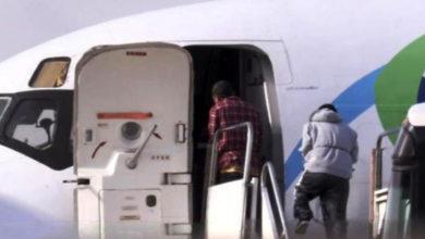 Encadenan a migrantes para deportarlos