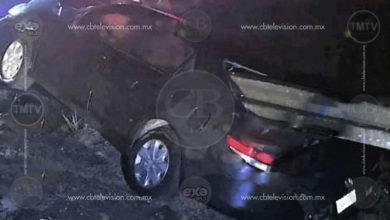 Luego de que automóvil volcara por un desnivel, hay un muerto y dos lesionados