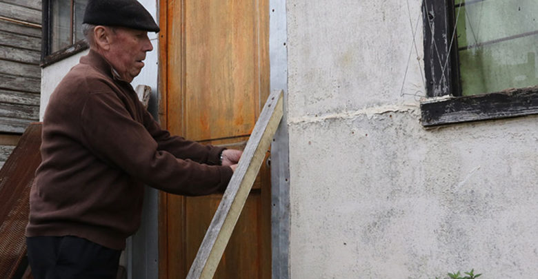 Mujer entra a robar a casa de anciano e intenta abusar de él