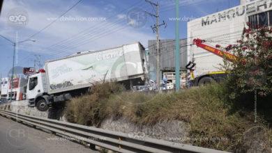 Se accidenta camión repartidor de Yogurt en libramiento de Morelia