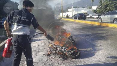 Se incendia motoneta tipo Diablo en Apatzingán