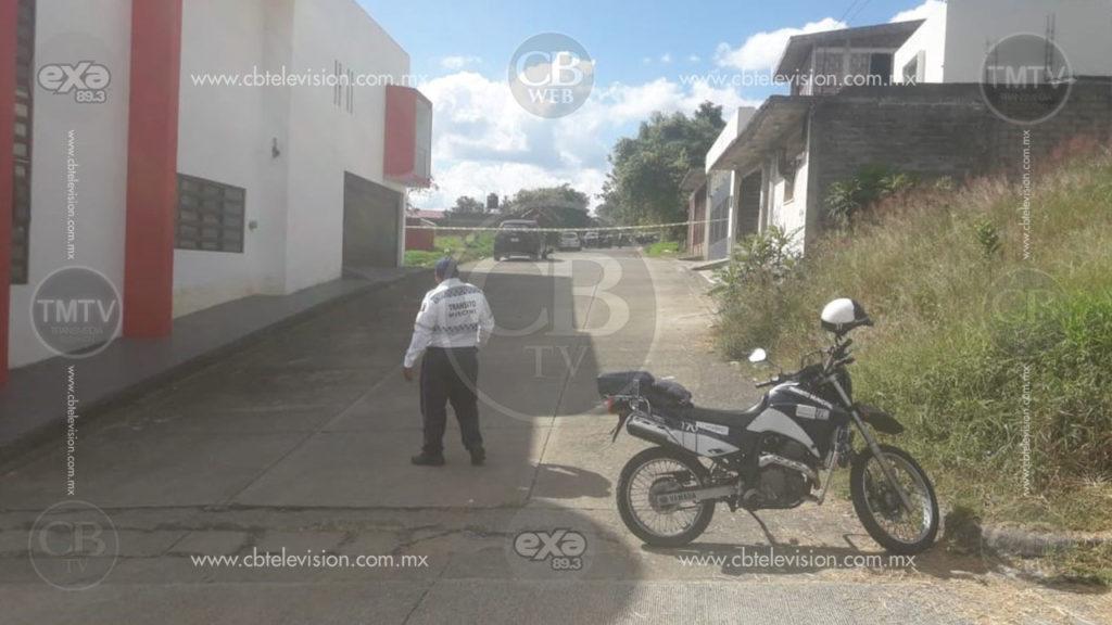 Taxista es localizado muerto a balazos, le dejaron letrero