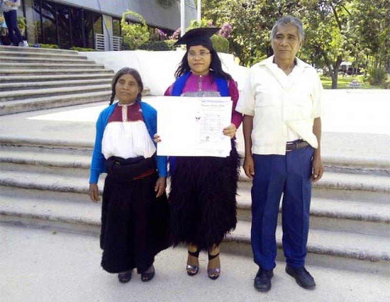 Indígena huyó de Chamula para no ser comprada en 60 mil pesos y ahora se gradúa de arquitecta