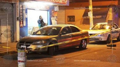 Familia queda herida en atentado a balazos mientras viajaba en su auto
