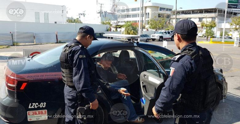 Detienen a conductor con 1270 litros de gasolina en Lázaro Cárdenas