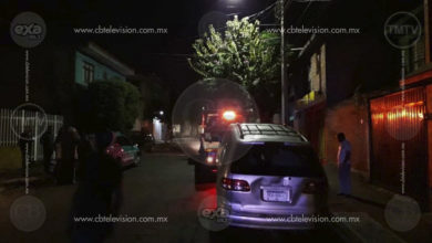 Motociclista se estrella contra árbol en Prados Verdes