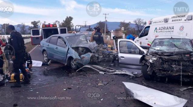 Encontronazo de autos deja 3 muertos y 5 heridos