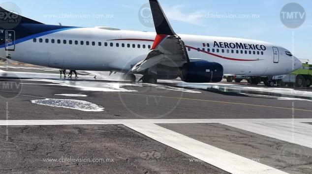 Se averían neumáticos de avión