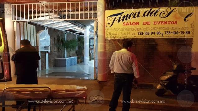 Mariachi trompetista sufre letal infarto durante evento en Lázaro Cárdenas