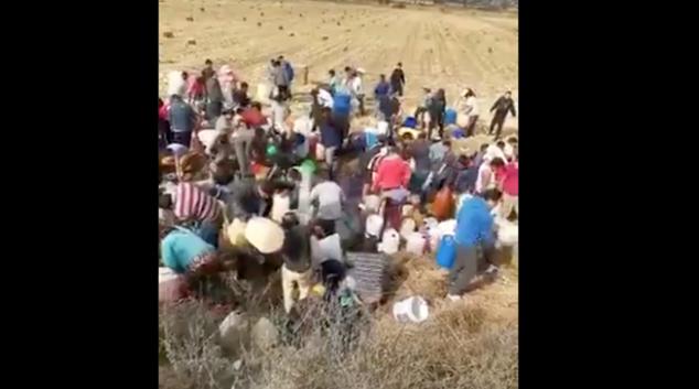 VIDEO: Pobladores se organizan y roban gasolina de ducto Pemex
