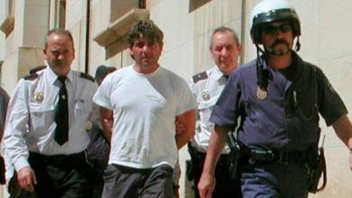 Hombre asesina a la abogada que lo defendió tras matar a su esposa