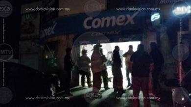 Auto choca contra negocio de pinturas en Morelia