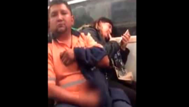 Sujeto muestra su miembro a mujer en el Metro; policías no hacen nada