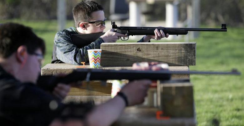 Estados Unidos ya no venderá armas a menores