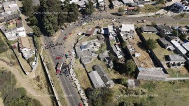 Habitantes de Opopeo realizan bloqueo carretero para exigir liberar a una persona