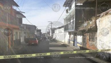 Entre la vida y la muerte se debate taxista baleado en Uruapan