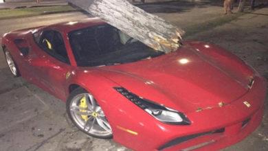 Choca en Guadalajara y abandona su Ferrari de 7 millones de pesos