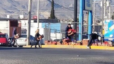 Bimbo se enorgullece de ciudadanos honestos que ayudaron a recoger el pan de una camioneta que se abrió