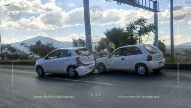 Una lesionada deja choque entre dos autos en la Av. Madero Poniente