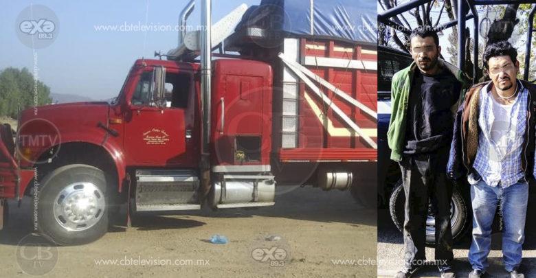 Policía Tarímbaro recupera camión robado y detiene a dos implicados