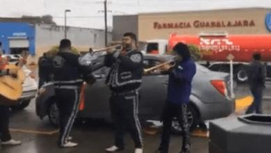 Ahora en Matamoros se presenta mariachi en gasolinera
