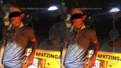 Taxistas de Apatzingán se unen para atrapar a niño asaltante y le encuentran pistola de juguete