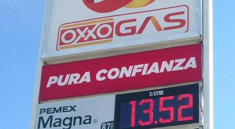 Gasolina baja hasta 13 pesos en algunas ciudades