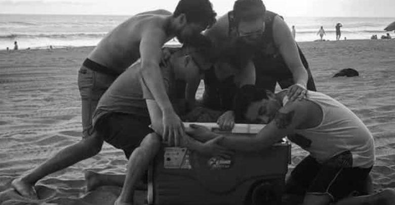 Rinden tributo a 'Roma' con divertida foto en la playa