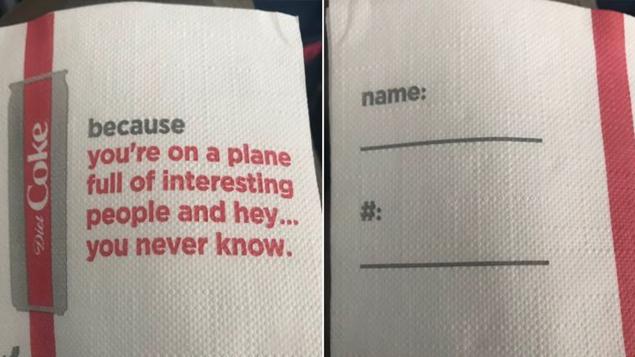 """Coca-Cola y Delta Airlines se disculpan por servilletas que invitaban a sus pasajeros a """"ligar"""""""