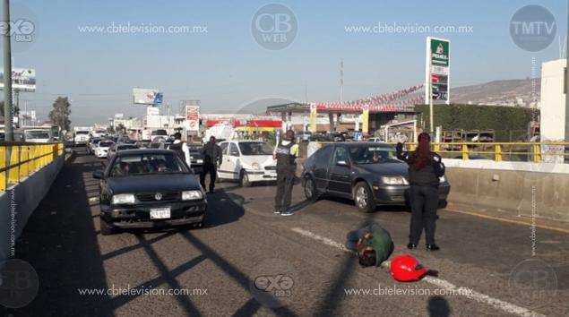 Motociclista resulta herido tras colisión contra auto en Morelia