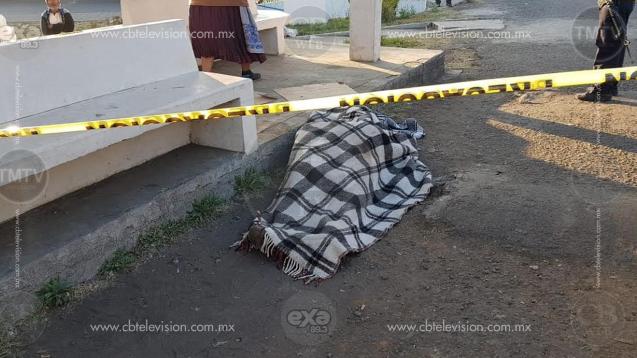 Encuentran cadáver en una parada de autobuses