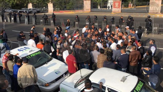 Exigen taxistas regularización de Uber en Michoacán